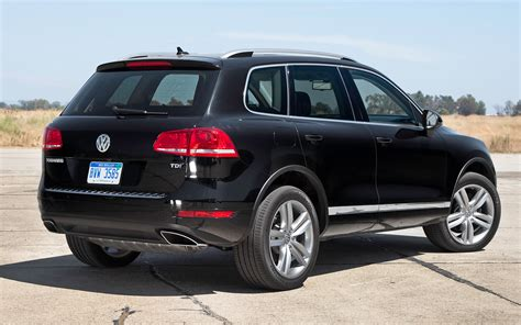 volkswagen suv 2012 2012 volkswagen touareg tdi rear view 184358 photo 5