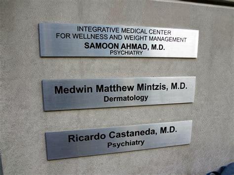 door to door doctor newcastle plaques aura signs signage and linemarking newcastle