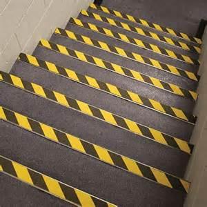 antirutsch treppe sicherheitsstufenmatten und antirutschbel 228 ge f 252 r treppen