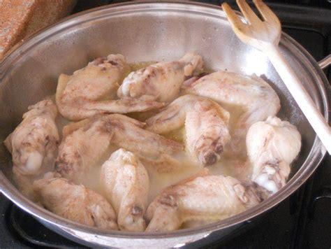 cucinare alette di pollo alette di pollo sfumate al marsala con semi di sesamo