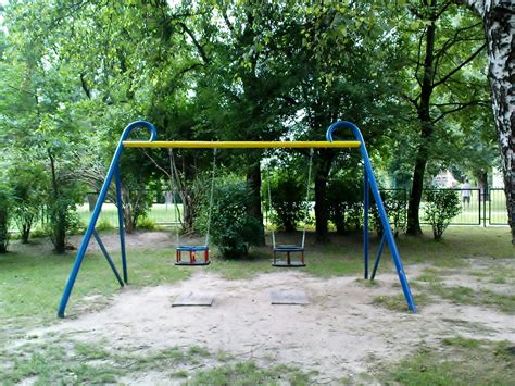 swings playground file krak 243 w kozł 243 wek the swings on the playground for