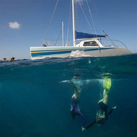 location catamaran hawaii na pali sailing catamaran snorkel tour 5 hour kauai