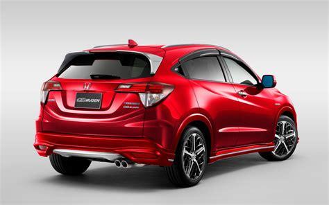 Toyota Or Honda by Comparison Honda Vezel Hybrid Z 2016 Vs Toyota Hilux