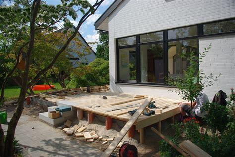 Moos Auf Holzterrasse by Holzterrasse Und Weitere Au 223 Enanlagen Landree Gartenbau