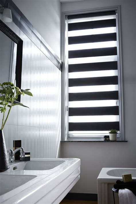 rollo badezimmer verdunkelung und fensterdekoration kreativ verbinden 20