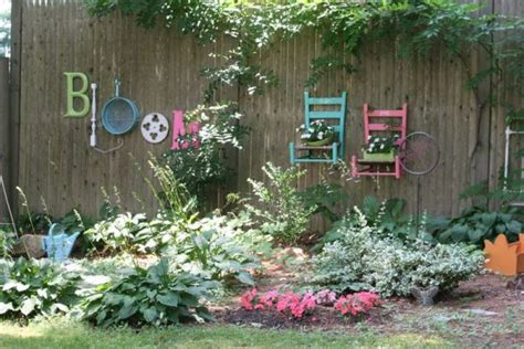 garden wall decoration ideas 25 ideas for decorating your garden fence