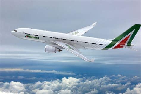 voli interni italia alitalia nuovo brand e nuova visual identity per guardare