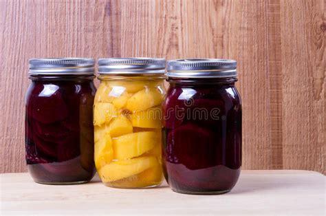 vasi di frutta vasi di conserva frutta immagine stock immagine di