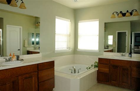 can you use eggshell paint in a bathroom