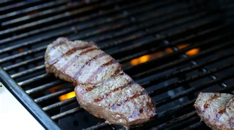 how to grill the perfect steak 4 steps to juicy grilled steak super safeway