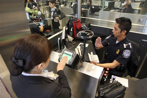 Immigration Office Houston by Us Customs And Border Patrol Processes Travelers