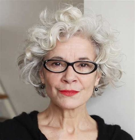 shoft hairxos for grey haired women 70 and over capelli corti e grigi 20 tendenze tutte da guardare