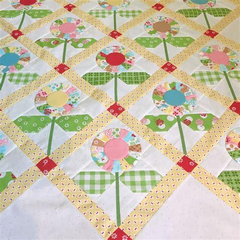 flower design quilt bee in my bonnet cutie pie flower quilt tutorial