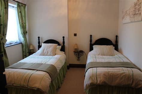 2 beds in 1 two single beds in no2 bedroom