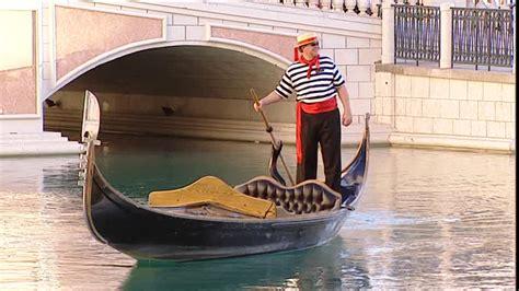 gondola boat driver little venice las vegas etats unis sd collection stock
