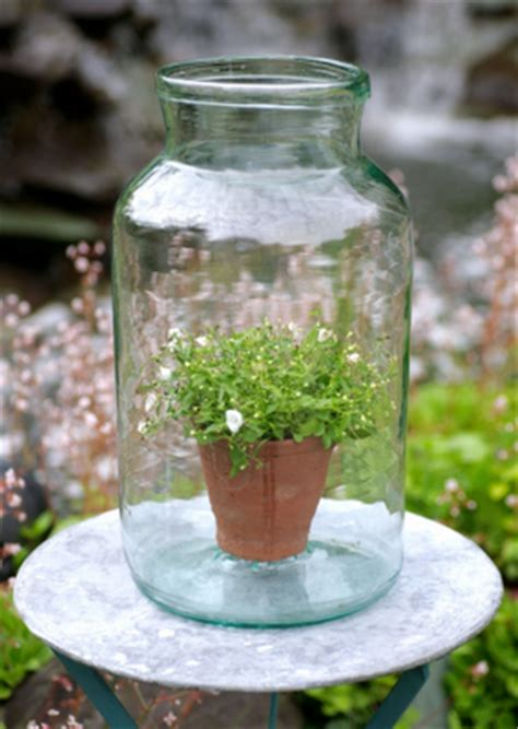 como decorar botellas de vidrio estilo vintage jarrones y botellas de vidrio vintage paperblog