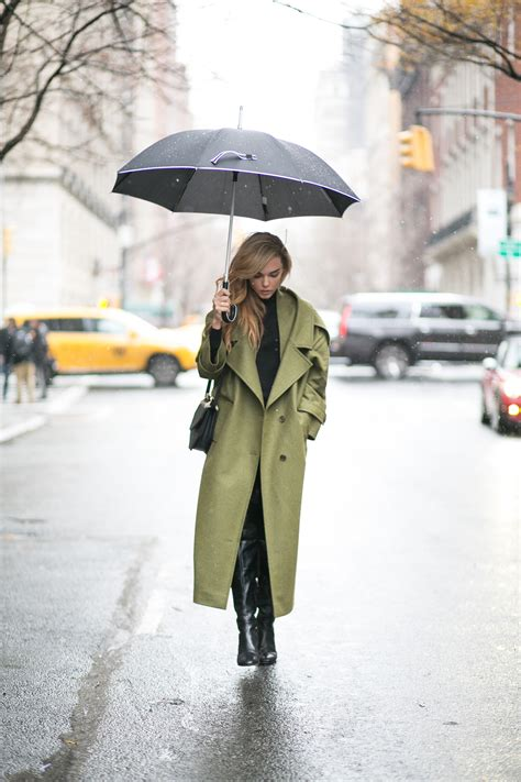 outfits    chic    rains