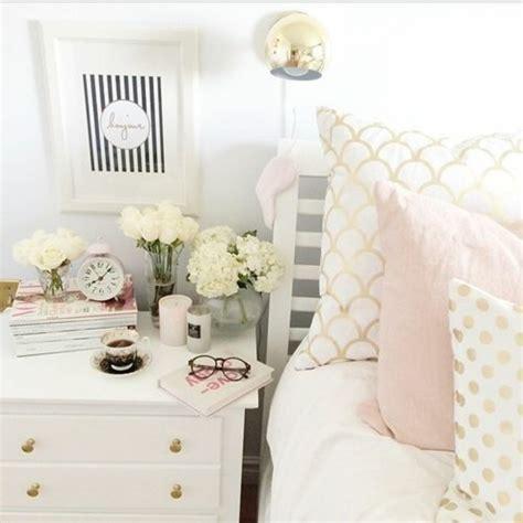 nachttisch deko schlafzimmer dekorieren gestalten sie ihre wohlf 252 hloase