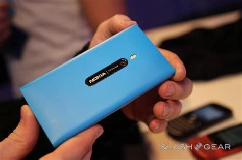 Hp Nokia Lumia Tahun Ini zona inormasi teknologi terkini harga dan spesifikasi handphone terbaru oktober 2011
