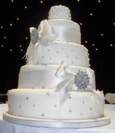wedding cake decorated with pearls wedding