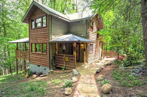 1 bedroom honeymoon pet friendly cabin in gatlinburg
