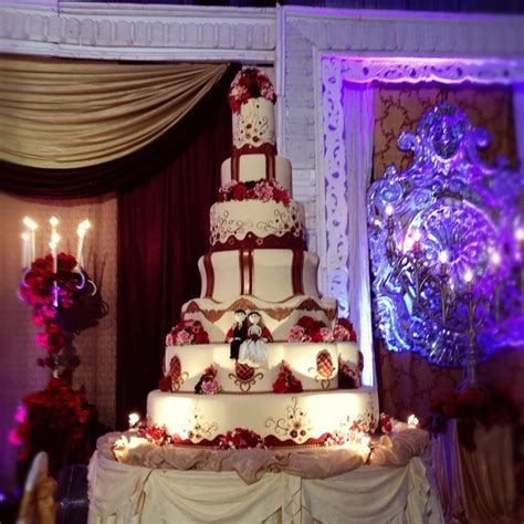 Burgundy gold wedding cake   gold burgundy table