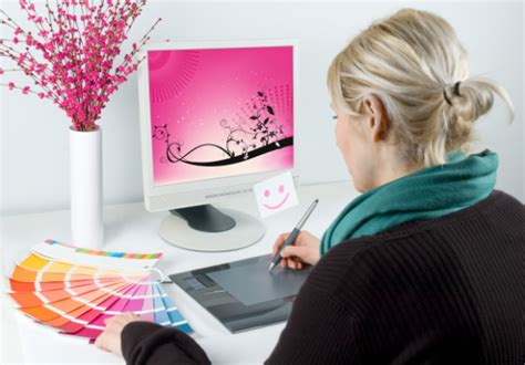 can a freelance graphic designer earn more working at home
