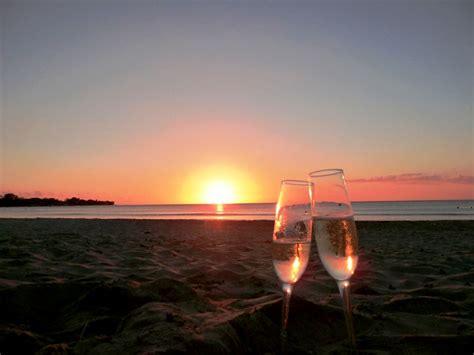 romantic beach mondays for men beach date ideas the yes girls