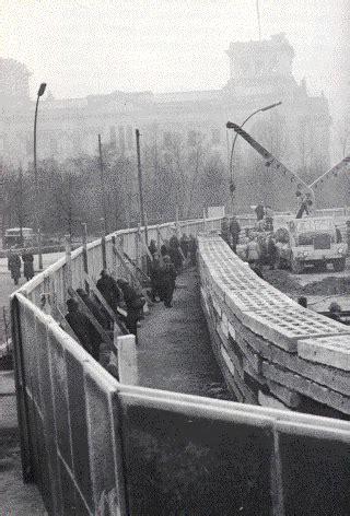 the berlin wall story 3861536501 muro de berlim 233 s 237 mbolo da bipolaridade mundial na guerra fria o muro de berlim