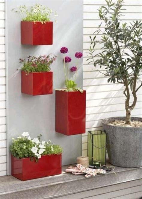 Vertical Balcony Garden Ideas Space Saving Balcony Planters Clever Ideas For Small