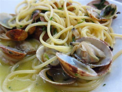 cucinare vongole veraci ricetta spaghetti alle vongole veraci ricette di