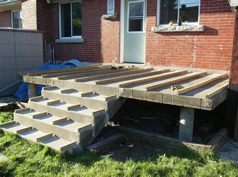 building  wooden deck   concrete   steps
