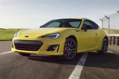 subaru brz vs scion fr s 2015 scion fr s vs 2015 subaru brz what s the difference