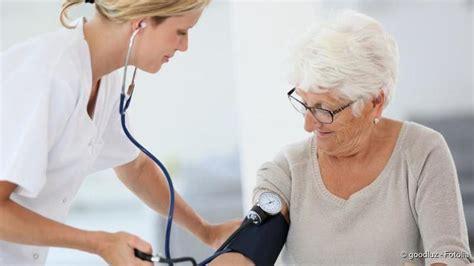 blutdruck wann messen blutdruck messen so funktioniert es netdoktor de