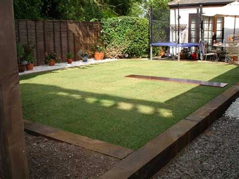 Wooden Sleepers Garden Edging by 10 Brilliant Garden Edging Ideas You Can Do At Home Page 2 Of 2 Mental Scoop