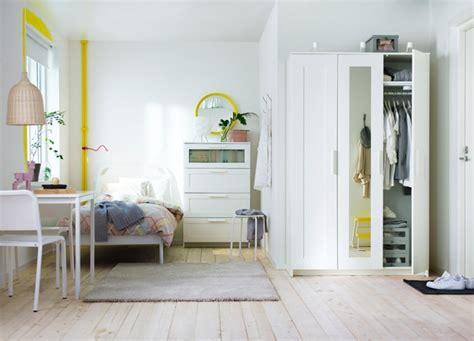 schrank schlafzimmer weiß tapete ikea katalog