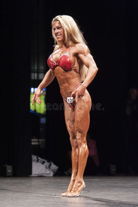The Best Pose Takes Time by Bodybulders Shows Het Best Front Pose On Stage