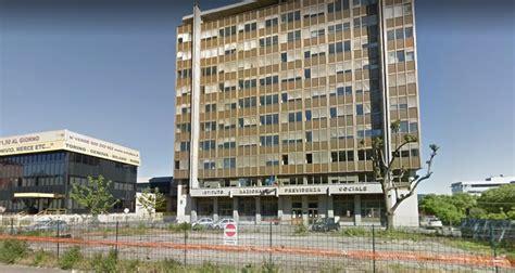 sede inps torino torino disoccupata di 46 anni si d 224 fuoco davanti la sede