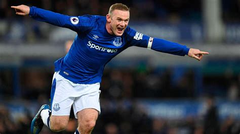 epl everton wayne rooney roars back to life with first hat trick for