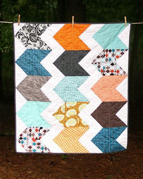 zig zag heart quilt pattern modern zig zag baby quilt twin quilt amy butler and