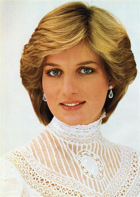 lady diana diana s red and green stone earrings