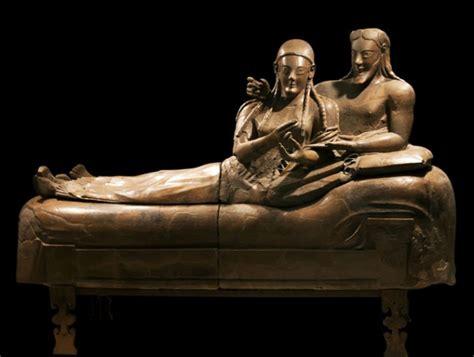 sarcophagus of reclining couple etruschi la regione d 224 il via alla celebrazione annuale
