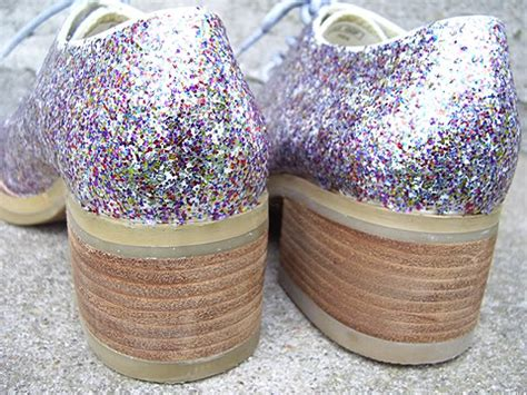 decorar zapatillas con glitter tutorial para crear tus propios zapatos de purpurina brillante