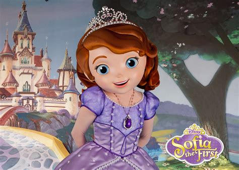 sofa the frist playing and dining with doc mcstuffins and sofia the first