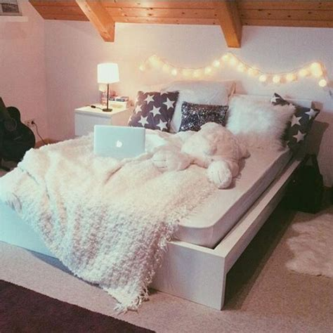 big bedrooms tumblr tumblr rooms big beds sovrums ideer pinterest