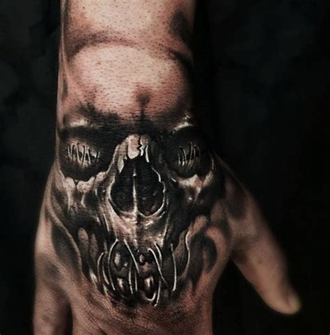 hand tattoo under 18 skull tattoo on hand tattoos pinterest totenkopf
