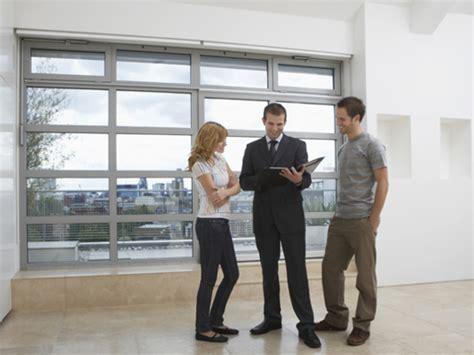 immobilienmakler finden immobilienmakler als beruf infos zur arbeit in der