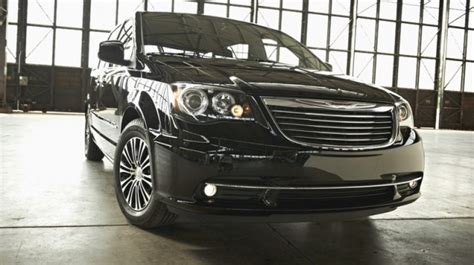 toyota vs chrysler town and country 2014 chrysler town country vs 2014 toyota