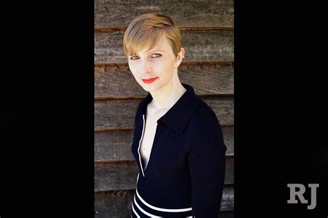 chelsea manning chelsea manning disinvited as visiting fellow at harvard