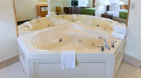 Tub Hotel Rooms Pittsburgh by Michigan Tub Suites Hotels With In Room Whirlpool Tubs